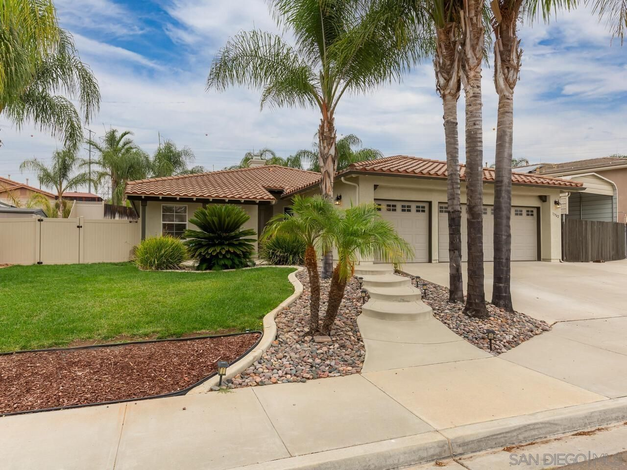 Main Photo: EL CAJON House for sale : 5 bedrooms : 13942 Shalyn Dr