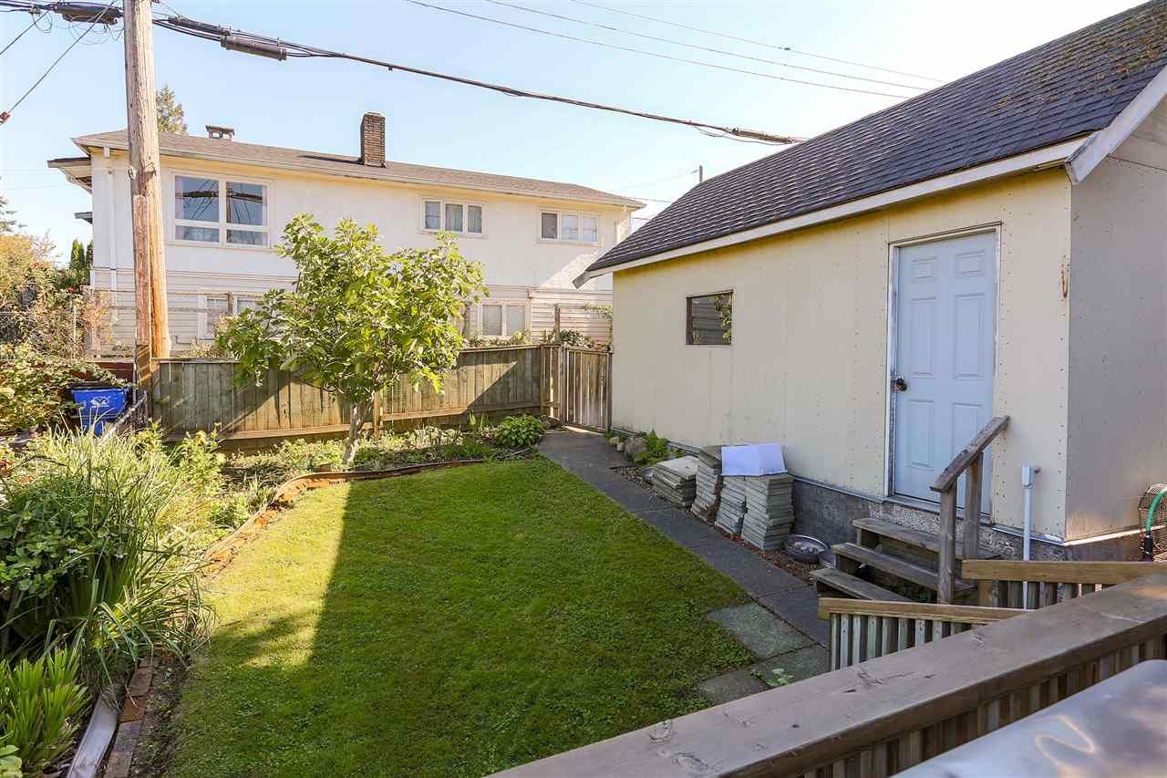 Photo 17: Photos: 4420 NANAIMO Street in Vancouver: Collingwood VE House for sale (Vancouver East)  : MLS®# R2006921