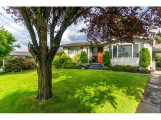 """Photo 1: 34564 HURST Crescent in Abbotsford: Abbotsford East House for sale in """"Robert Bateman"""" : MLS®# R2075159"""
