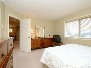 Photo 10: 4001 Santa Rosa Pl in VICTORIA: SW Strawberry Vale House for sale (Saanich West)  : MLS®# 780186