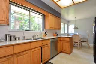 "Photo 6: 5717 137A Street in Surrey: Panorama Ridge House for sale in ""Panorama Ridge"" : MLS®# F1441288"