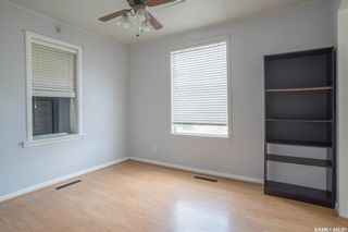 Photo 5: 401 Vancouver Avenue South in Saskatoon: Meadowgreen Residential for sale : MLS®# SK860917