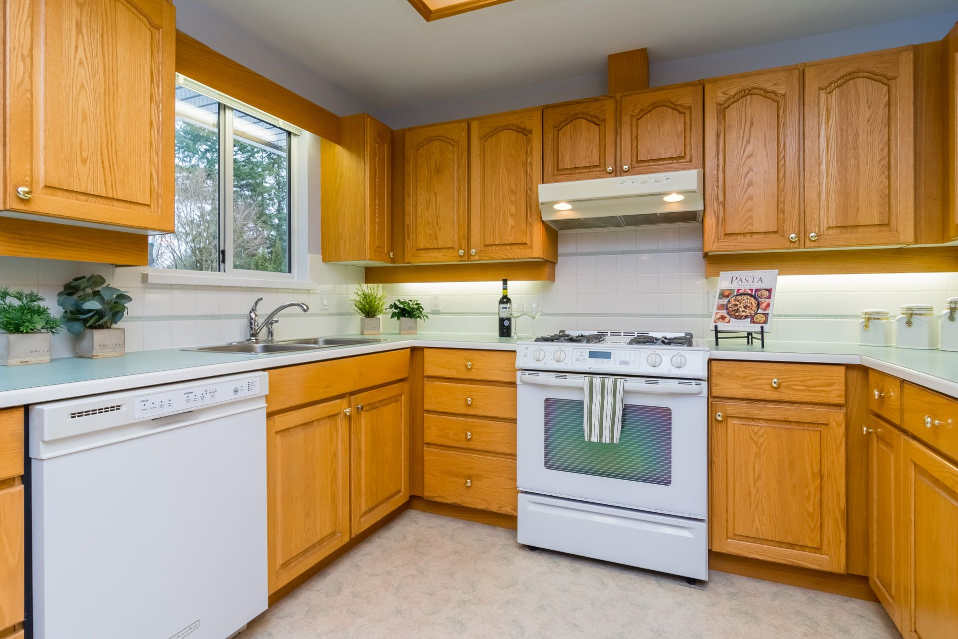 """Photo 13: Photos: 19941 37 Avenue in Langley: Brookswood Langley House for sale in """"Brookswood"""" : MLS®# R2240474"""