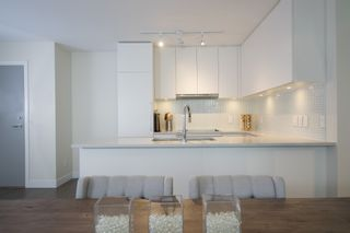 """Photo 6: 1012 668 COLUMBIA Street in New Westminster: Quay Condo for sale in """"TRAPP + HOLBROOK"""" : MLS®# R2137000"""