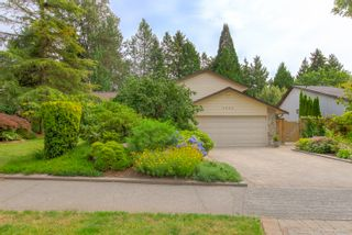 """Photo 3: 3655 LYNNDALE Crescent in Burnaby: Government Road House for sale in """"Government Road Area"""" (Burnaby North)  : MLS®# R2388114"""