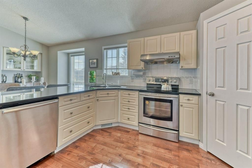 Photo 7: Photos: 245 Citadel Crest Park NW in Calgary: Citadel Detached for sale : MLS®# A1088595