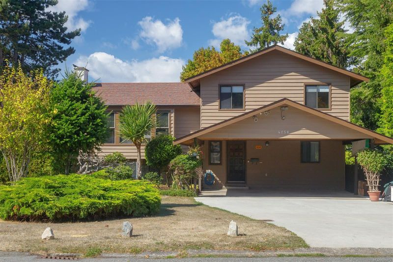 FEATURED LISTING: 4258 Thornhill Cres