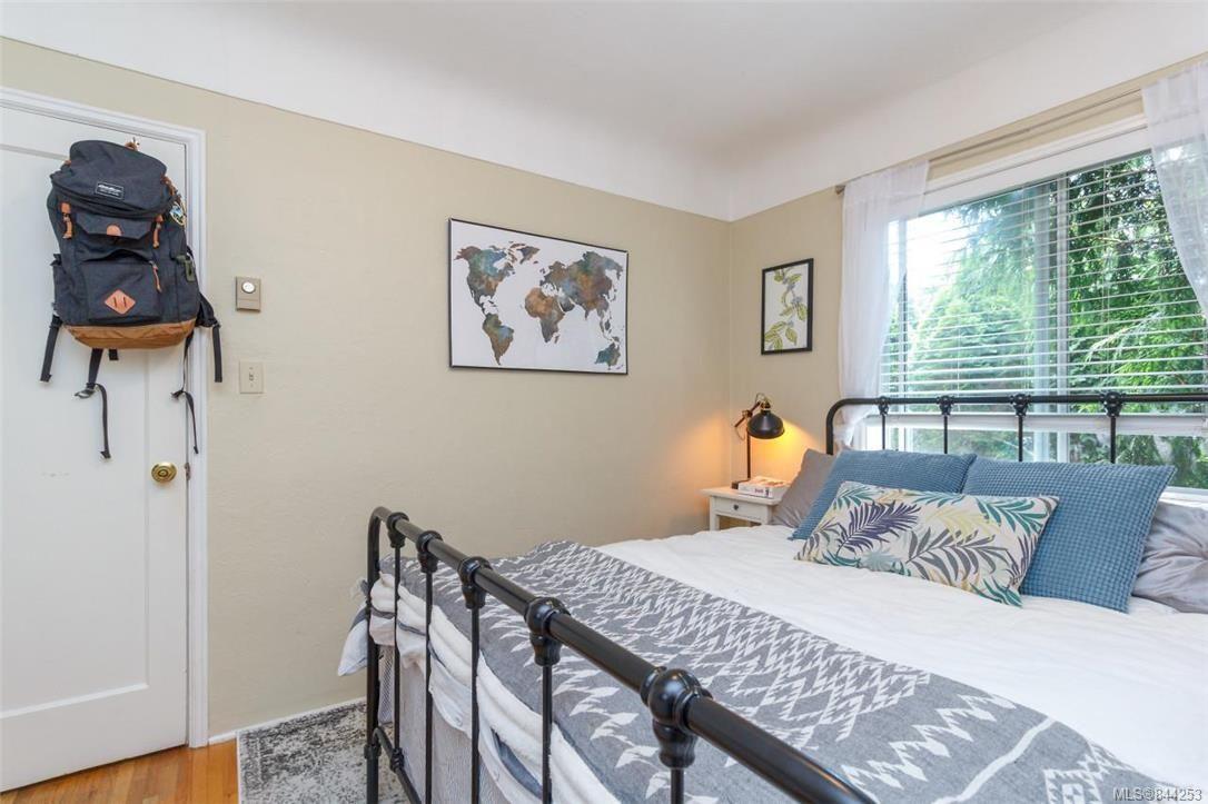 Photo 9: Photos: 2546 Garden St in Victoria: Vi Oaklands Full Duplex for sale : MLS®# 844253