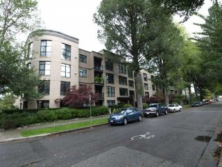 "Photo 1: 103 2181 W 10TH Avenue in Vancouver: Kitsilano Condo for sale in ""THE TENTH AVE"" (Vancouver West)  : MLS®# V793542"