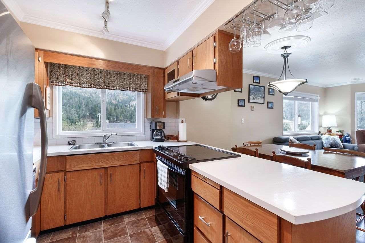 "Photo 8: Photos: 1 20960 SAKWI CREEK Road in Agassiz: Hemlock Townhouse for sale in ""SUB 5 HEMLOCK VALLEY"" (Mission)  : MLS®# R2462229"
