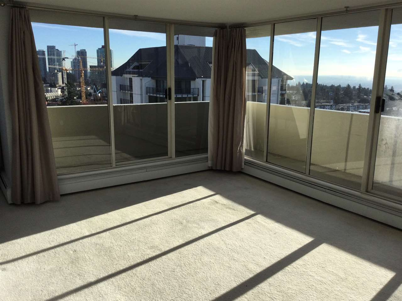 """Photo 7: Photos: 1802 4300 MAYBERRY Street in Burnaby: Metrotown Condo for sale in """"Times Square"""" (Burnaby South)  : MLS®# R2529822"""