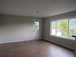 Photo 9: 950A 12TH AVENUE in Montrose: House for sale : MLS®# 2461481