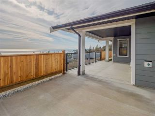 """Photo 3: 5624 DERBY Road in Sechelt: Sechelt District House for sale in """"SilverStone Heights"""" (Sunshine Coast)  : MLS®# R2553183"""