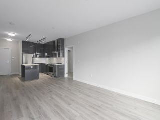 """Photo 7: 104 1768 GILMORE Avenue in Burnaby: Brentwood Park Condo for sale in """"Escala"""" (Burnaby North)  : MLS®# R2398729"""