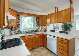Photo 11: 42 140 Strathaven Circle SW in Calgary: Strathcona Park Semi Detached for sale : MLS®# A1146237