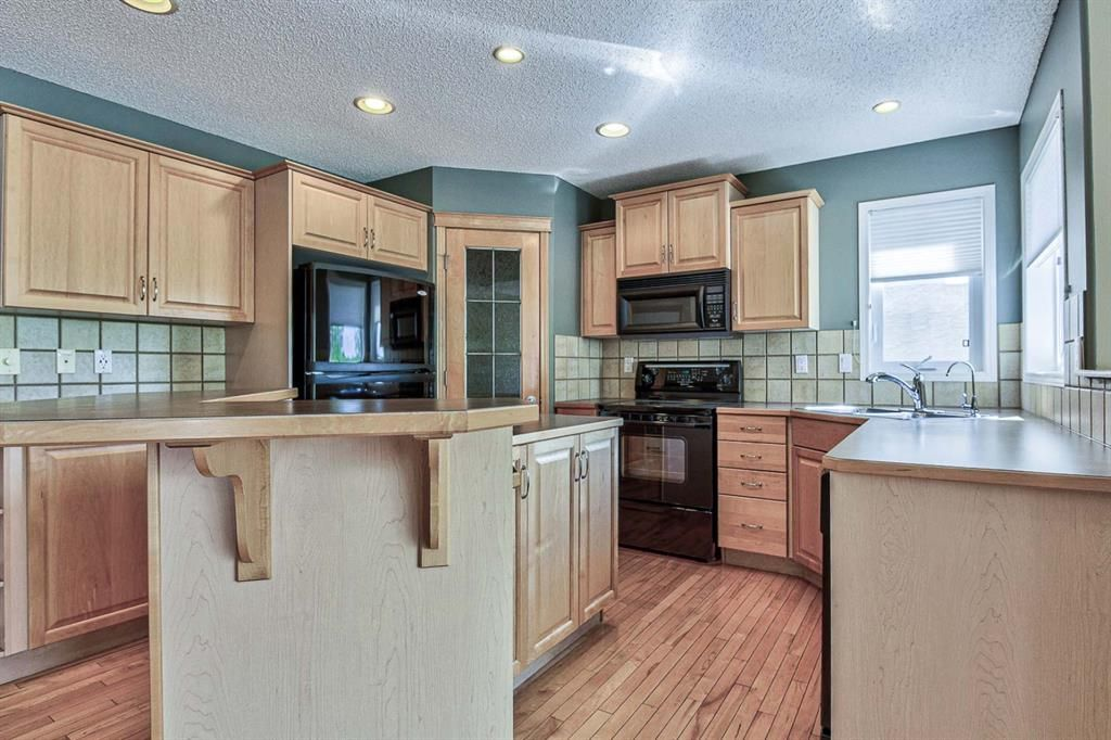 Photo 5: Photos: 106 Everwillow Close SW in Calgary: Evergreen Detached for sale : MLS®# A1116249