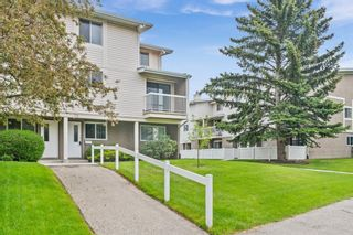 Photo 2: 75 3015 51 Street SW in Calgary: Glenbrook Row/Townhouse for sale : MLS®# A1118534