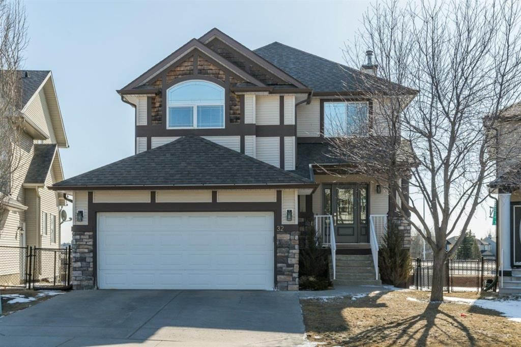 Main Photo: 32 Discovery Ridge Court SW in Calgary: Discovery Ridge Detached for sale : MLS®# A1114424