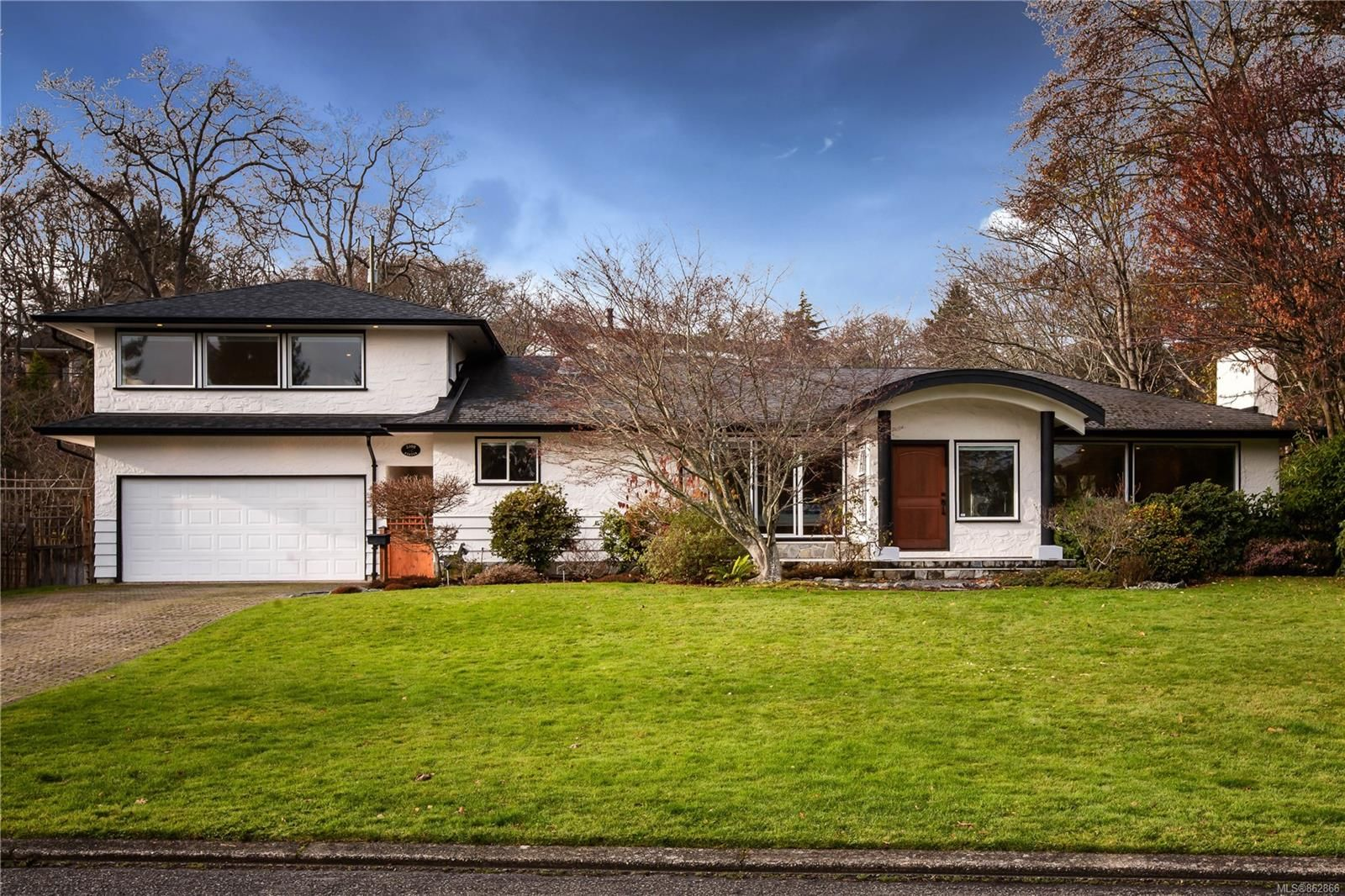 Main Photo: 3300 Exeter Rd in : OB Uplands House for sale (Oak Bay)  : MLS®# 862866