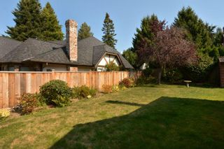"""Photo 3: 12743 21A Avenue in Surrey: Crescent Bch Ocean Pk. House for sale in """"Ocean Park"""" (South Surrey White Rock)  : MLS®# F1422569"""