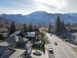 Photo 2: 38772 BUCKLEY Avenue in Squamish: Dentville House for sale : MLS®# R2580702