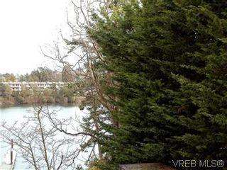 Photo 2: 211 1083 Tillicum Rd in VICTORIA: Es Kinsmen Park Condo for sale (Esquimalt)  : MLS®# 573943