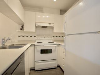 """Photo 10: 307 3638 W BROADWAY Street in Vancouver: Kitsilano Condo for sale in """"CORAL COURT"""" (Vancouver West)  : MLS®# R2354211"""