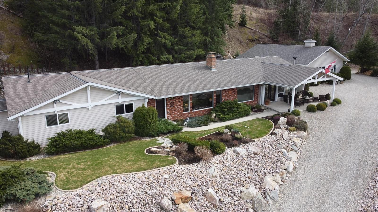 Main Photo: 9178 Clancy Frontage Road, in Swansea Point: House for sale : MLS®# 10229412