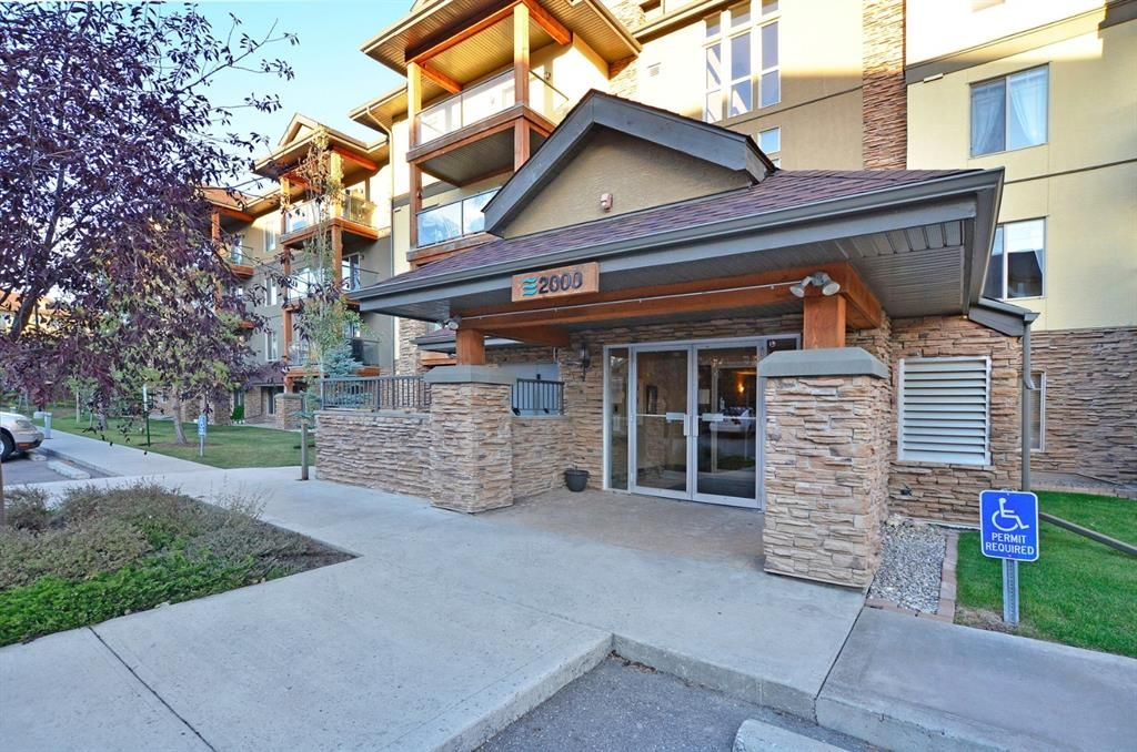 Main Photo: 2108 92 Crystal Shores Road: Okotoks Apartment for sale : MLS®# A1068226
