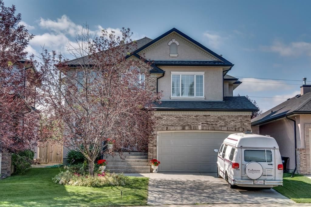 Main Photo: 19 WESTRIDGE Crescent SW in Calgary: West Springs Detached for sale : MLS®# A1022947