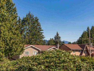 Photo 15: 890 RUNNYMEDE Avenue in Coquitlam: Coquitlam West House for sale : MLS®# R2567229