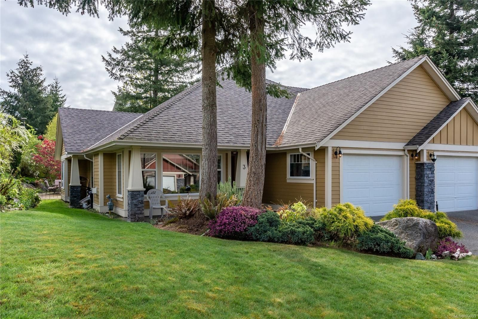 Main Photo: 3 769 Merecroft Rd in : CR Campbell River Central Row/Townhouse for sale (Campbell River)  : MLS®# 873793