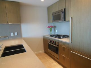 """Photo 2: 1805 125 E 14TH Street in North Vancouver: Central Lonsdale Condo for sale in """"Centreview Tower B"""" : MLS®# R2364010"""