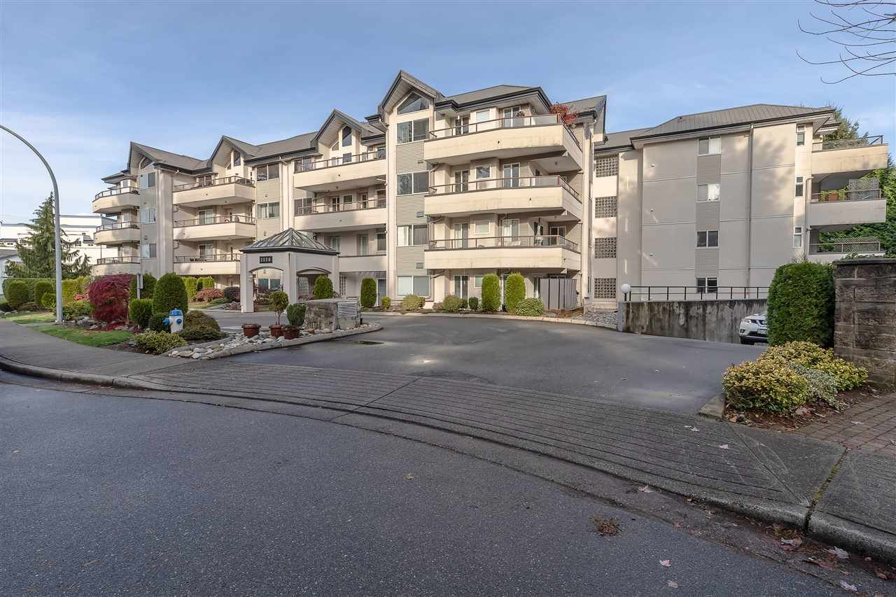 """Main Photo: 302 2526 LAKEVIEW Crescent in Abbotsford: Central Abbotsford Condo for sale in """"MILL SPRING MANOR"""" : MLS®# R2519449"""