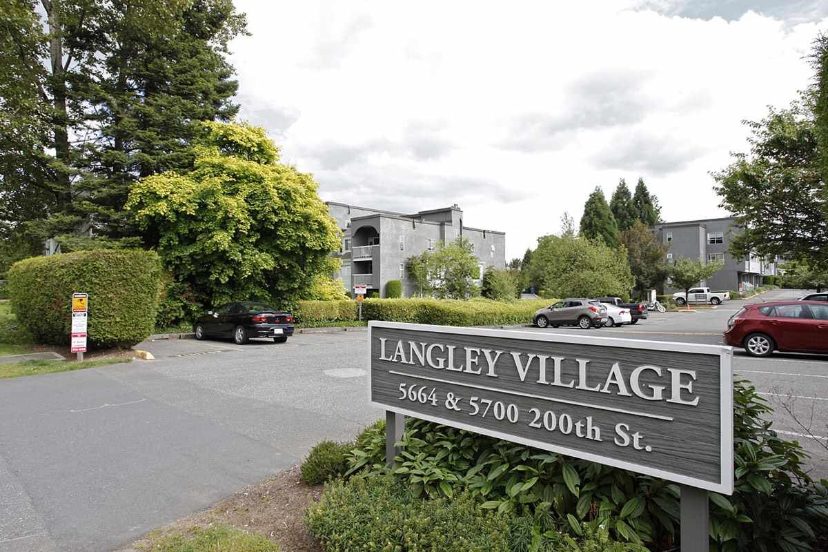 """Main Photo: 4 5700 200 Street in Langley: Langley City Condo for sale in """"LANGLEY VILLAGE"""" : MLS®# R2416368"""