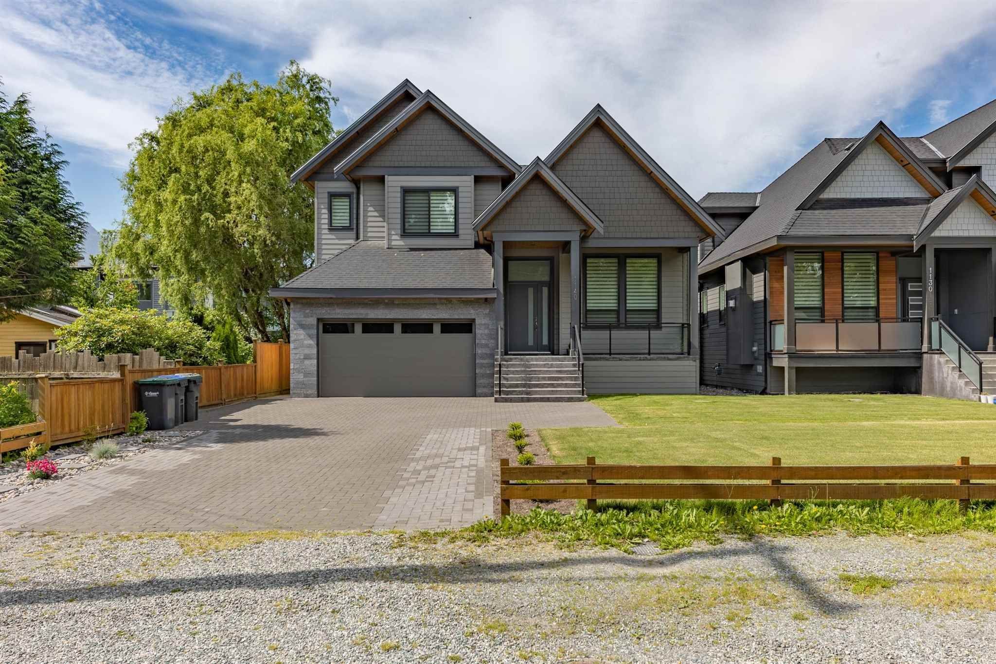 Main Photo: 1140 WILSON Crescent in Squamish: Dentville House for sale : MLS®# R2593266