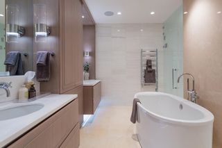"""Photo 21: 402 2289 BELLEVUE Avenue in West Vancouver: Dundarave Condo for sale in """"Bellevue by Cressey"""" : MLS®# R2620087"""