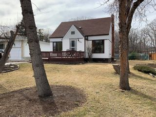 Photo 1: 404 Laxdal Road in Winnipeg: Charleswood Residential for sale (1G)  : MLS®# 202108519