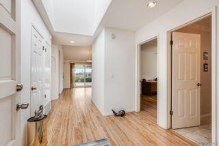 Photo 7: LA JOLLA House for sale : 3 bedrooms : 2322 Bahia Dr