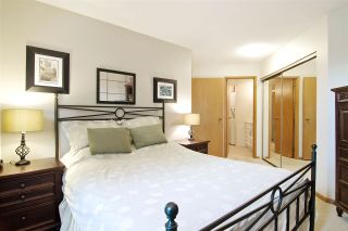 """Photo 12: 3103 33 CHESTERFIELD Place in North Vancouver: Lower Lonsdale Condo for sale in """"Harbourview Park"""" : MLS®# R2037524"""
