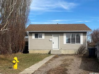 Photo 2: 221 Bowman Court in Saskatoon: Dundonald Residential for sale : MLS®# SK842913