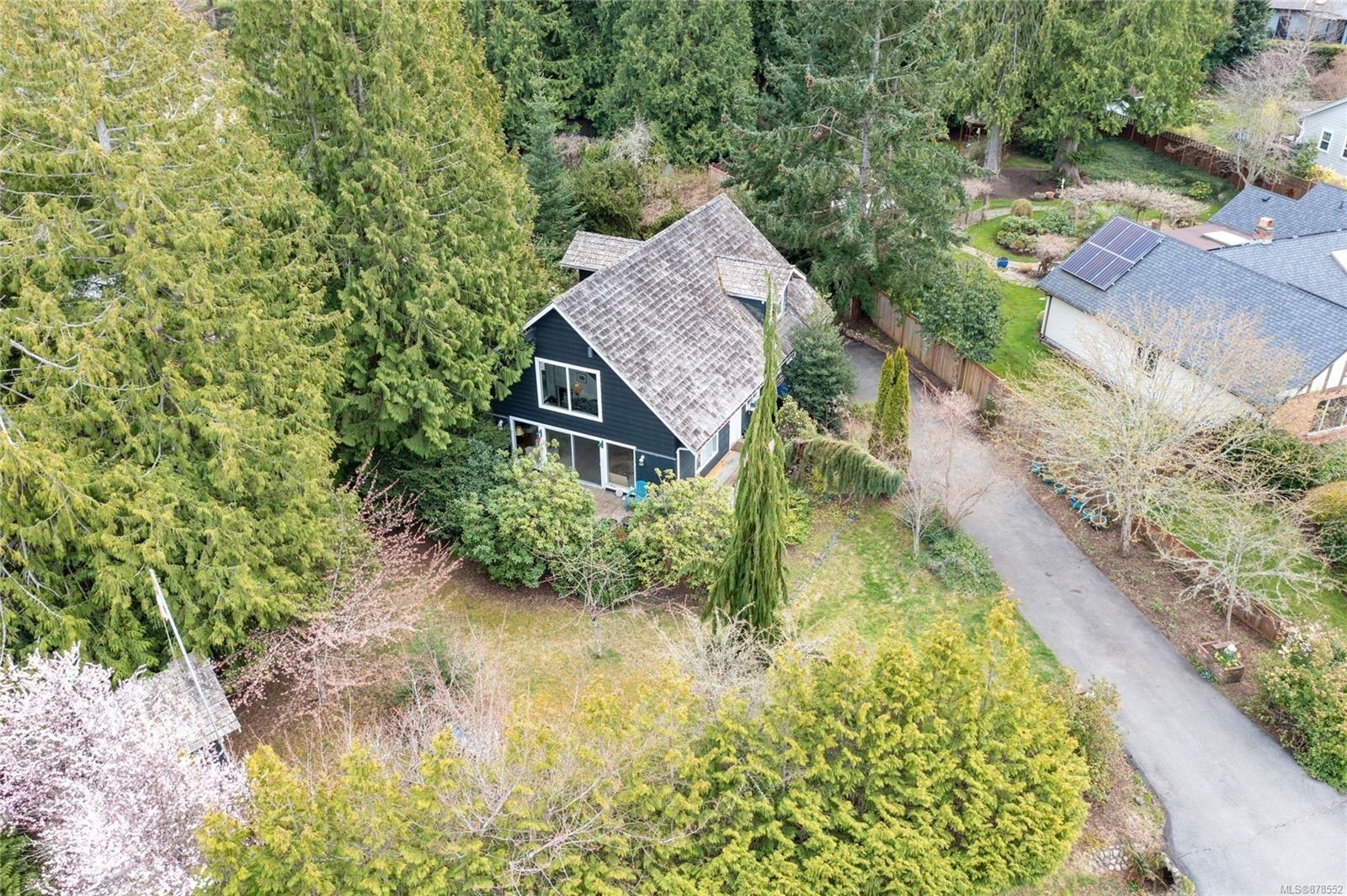 Main Photo: 1086 Harlequin Rd in : PQ Qualicum Beach House for sale (Parksville/Qualicum)  : MLS®# 878552