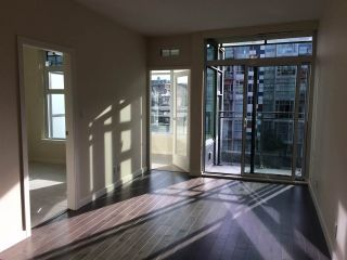 """Photo 2: 509 38 W 1ST Avenue in Vancouver: False Creek Condo for sale in """"THE ONE"""" (Vancouver West)  : MLS®# R2338858"""