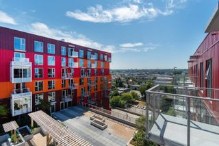 """Photo 4: PH9 955 E HASTINGS Street in Vancouver: Strathcona Condo for sale in """"Strathcona Village"""" (Vancouver East)  : MLS®# R2617989"""