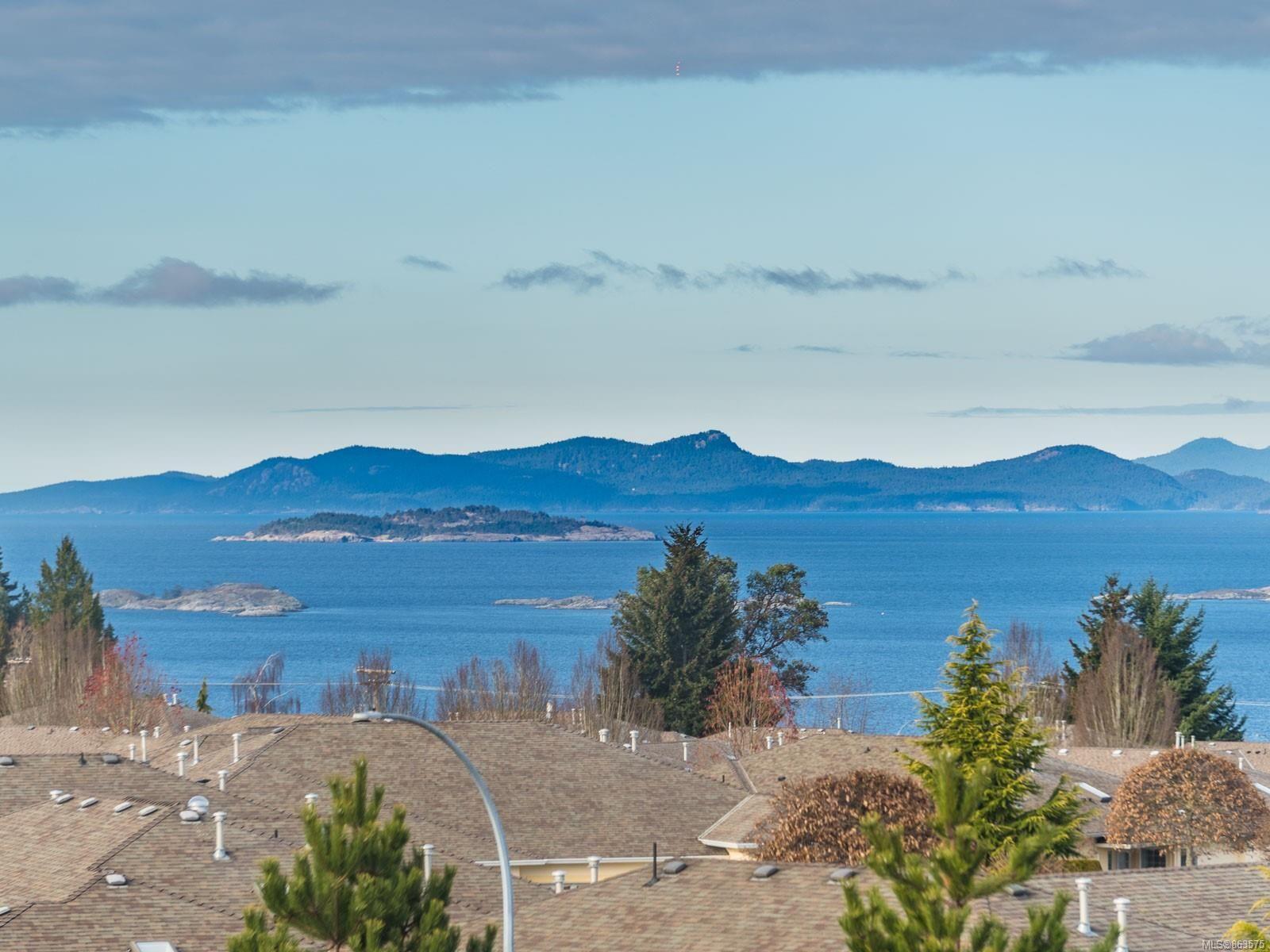 Main Photo: 421 6310 McRobb Ave in : Na North Nanaimo Condo for sale (Nanaimo)  : MLS®# 863575