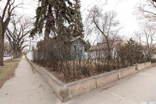 Photo 3: 222 29th Street West in Saskatoon: Caswell Hill Residential for sale : MLS®# SK852033