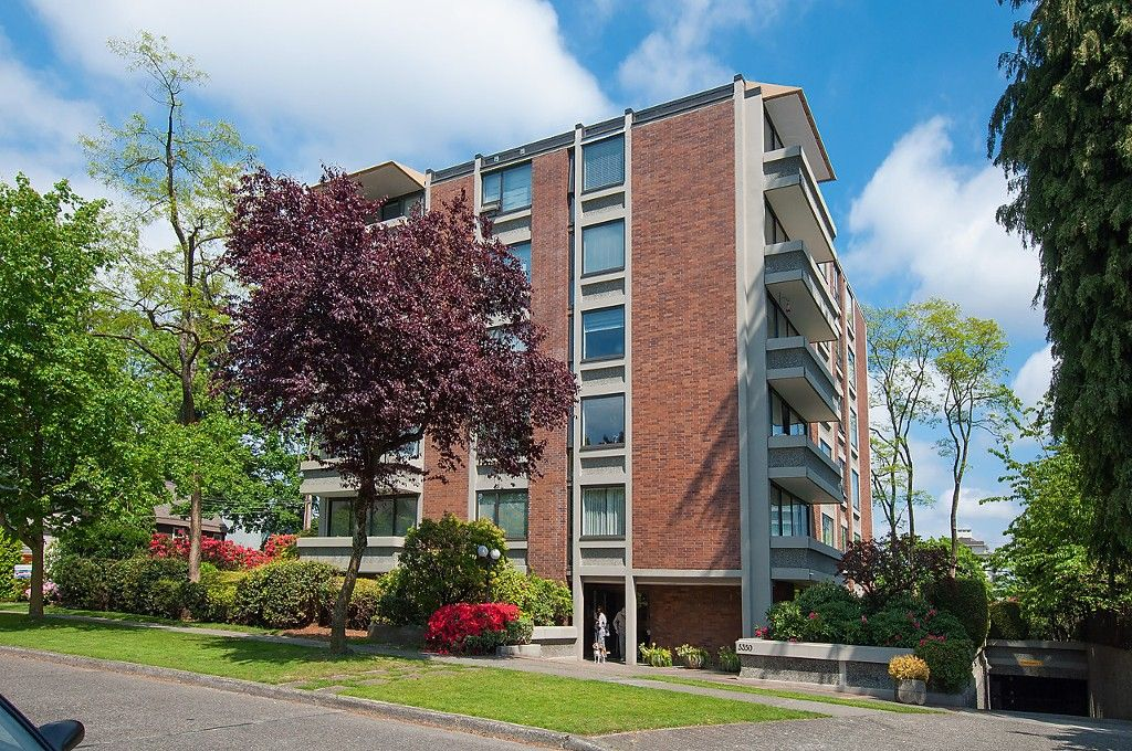 """Main Photo: 104 5350 BALSAM Street in Vancouver: Kerrisdale Condo for sale in """"BALSAM HOUSE"""" (Vancouver West)  : MLS®# R2149238"""