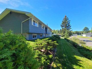 """Photo 3: 5300 YORK Drive in Prince George: Upper College House for sale in """"UPPER COLLEGE HEIGHTS"""" (PG City South (Zone 74))  : MLS®# R2495982"""