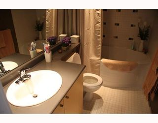 """Photo 2: 905 124 W 1ST Street in North_Vancouver: Lower Lonsdale Condo for sale in """"THE Q"""" (North Vancouver)  : MLS®# V683936"""