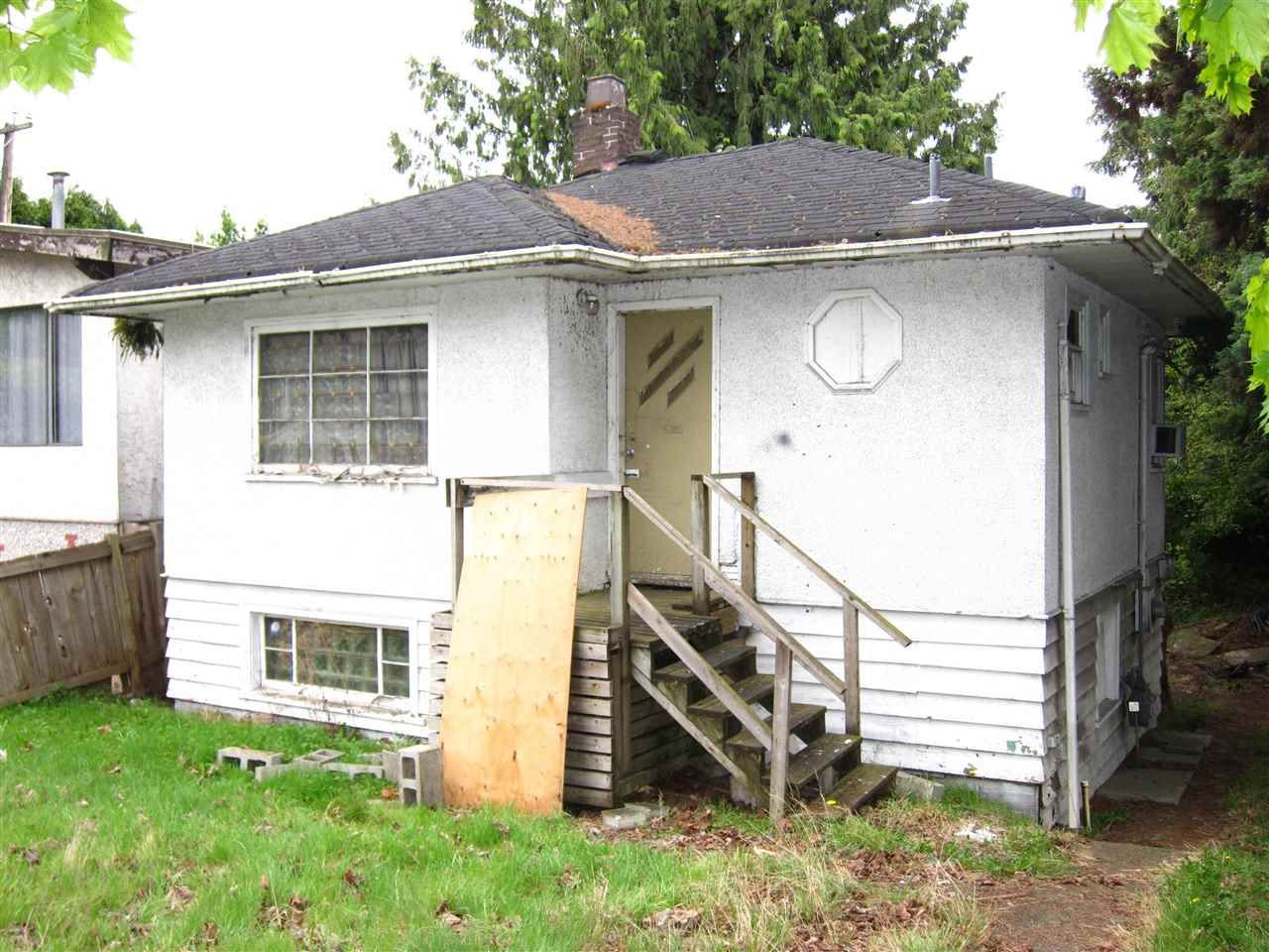 Main Photo: 1050 W 70TH Avenue in Vancouver: Marpole House for sale (Vancouver West)  : MLS®# R2586371